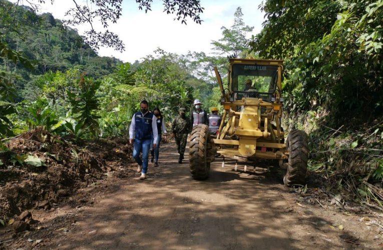 Gobernación y Ejército unen fuerzas para hacer mantenimiento a vía en Pueblo Rico