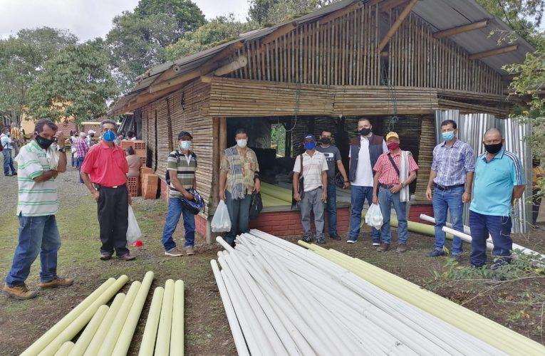 Marselleses reciben materiales de construcción por parte de la Alcaldía